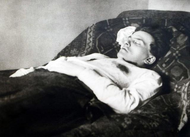 Жизнь и творчество Владимира Маяковского