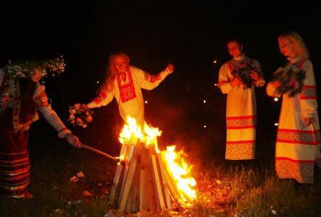 Как раньше проходили народные праздники и гулянья сочинение