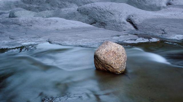 Сочинение по пословице Под лежачий камень вода не течет