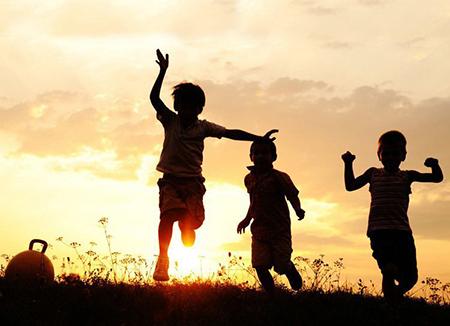 Сочинение на тему Детство – это огромный край, откуда приходит каждый